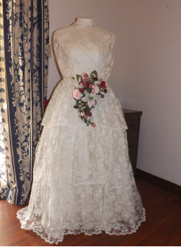 Vintage 1965 Lace Wedding Dress in stock size 8