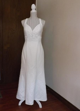 Sweetheart Neckline Satin Gown for Petite Bride in stock size 8