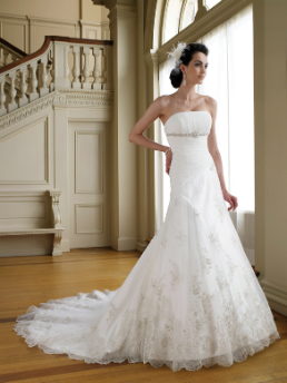 Simple Neckline Satin Wedding Gown with Lace and Beading