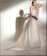 Chic Strapless Wedding Gown with Detachable Train