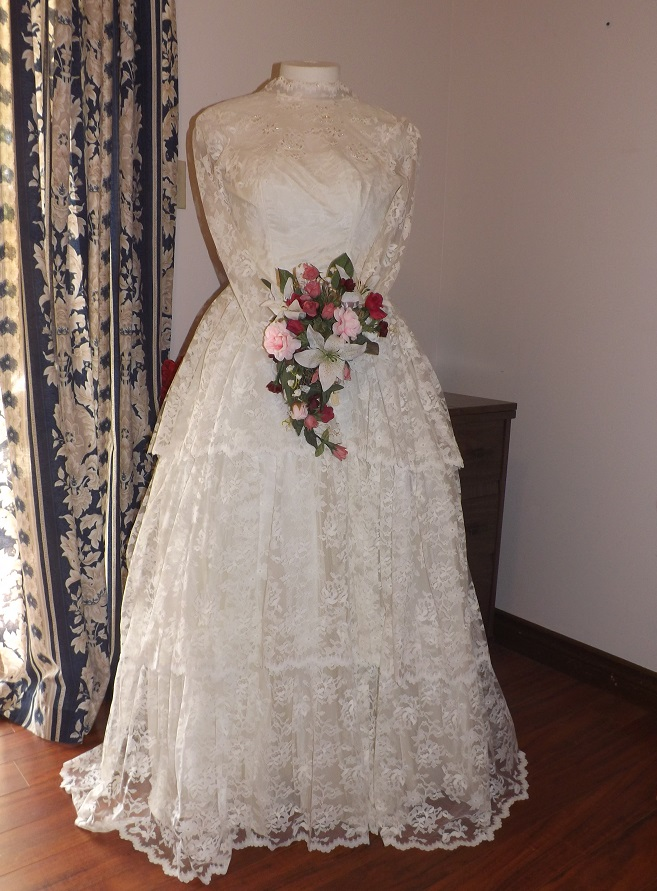 Vintage 1965 Lace Wedding Dress Has Layers Of Antique Lace