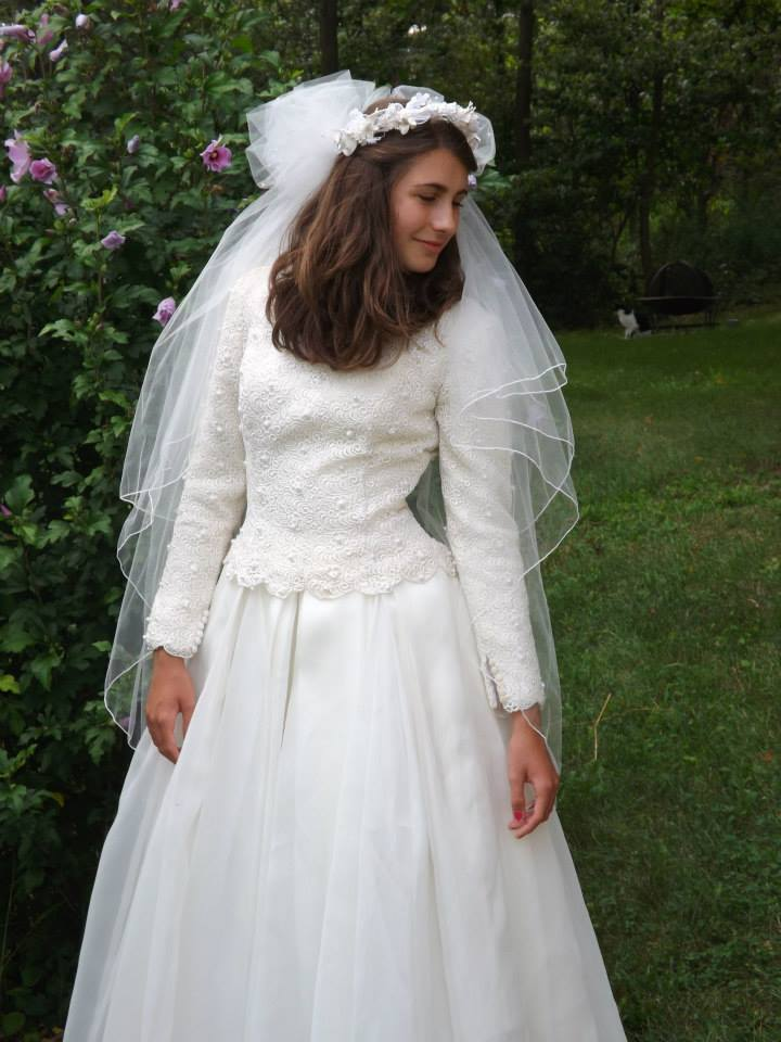 Genuine Paloma Blanca Wedding Gown, size 6, lovely for a winter ...