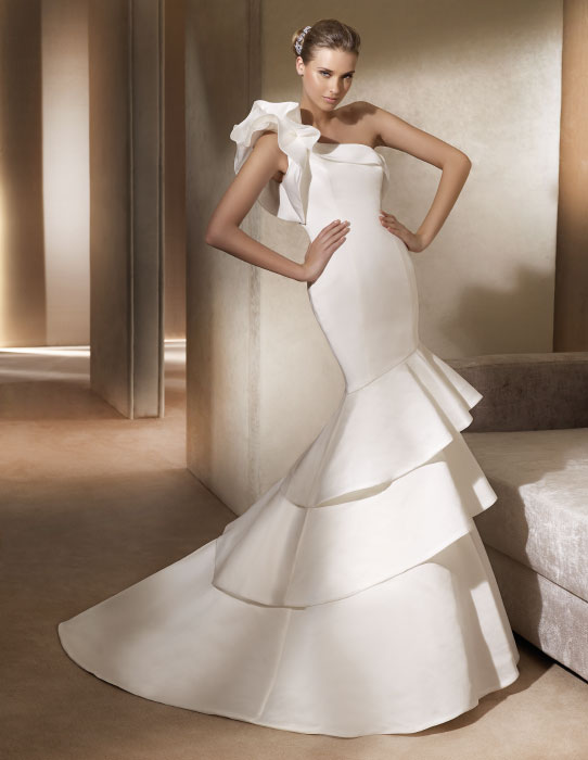 One shoulder sweetheart neckline mermaid style bridal gown for Over the shoulder wedding dress