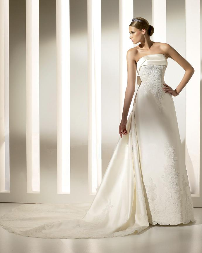 Elegant Strapless Satin Wedding Gown With Detachable Train
