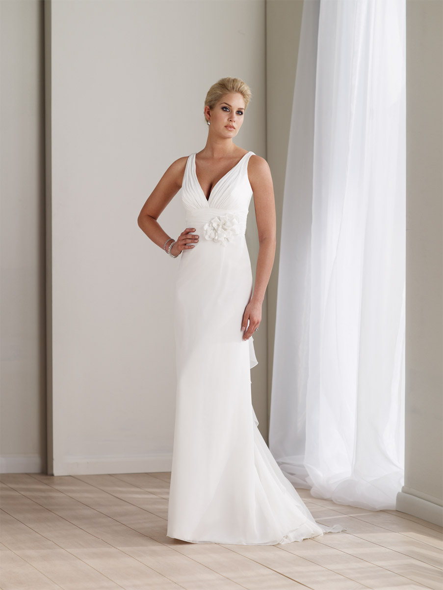 Elegant and lovely chiffon wedding dress has a sexy and for Wedding dress no train