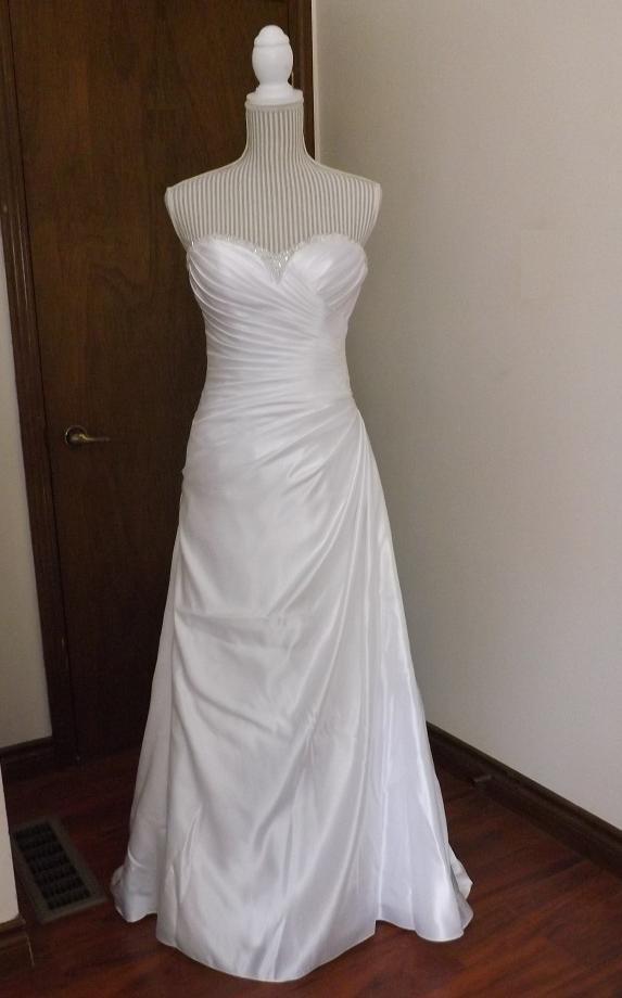 Essence Of Australia Sweetheart Neckline Gown