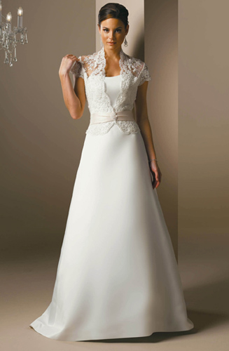 Simple elegant satin and lace wedding dress strapless for Simple elegant short wedding dresses