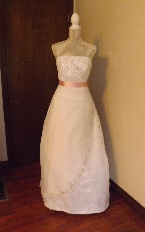 Beautiful Strapless Mori Lee Gown for rent - size 10