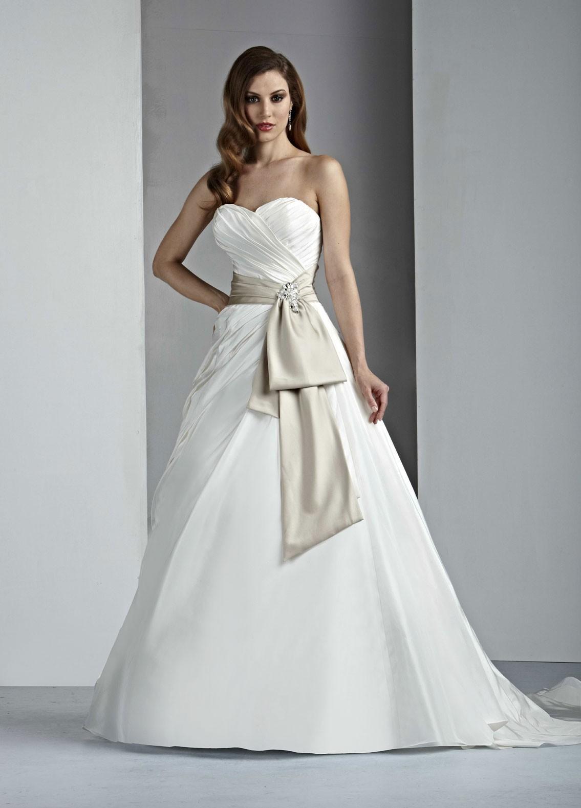 Sweetheart Neckline Taffeta Bridal Gown affordable