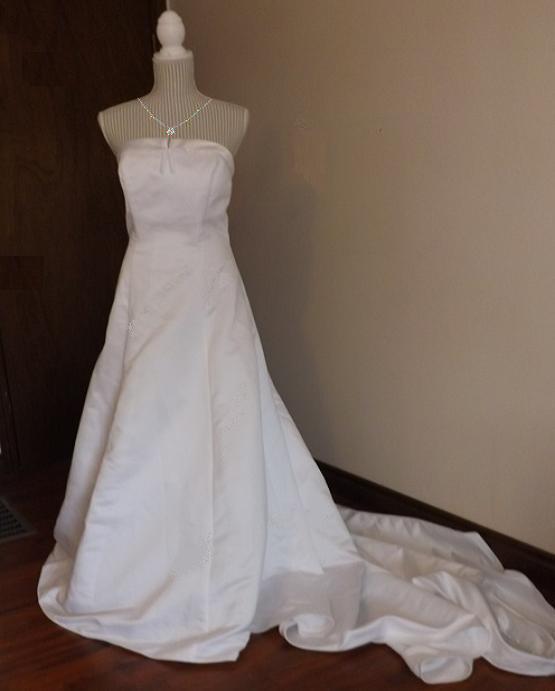 Strapless White Davids Bridals Wedding Gown Size 16, In